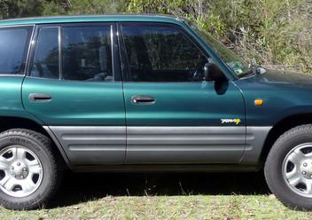 Podręczniki / Literatura / Przeglądy Toyota RAV4 II